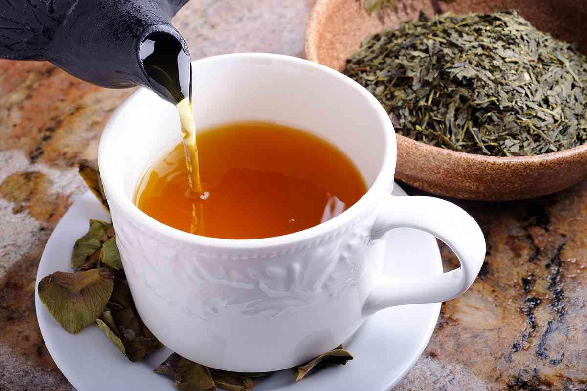 Demlikte Demlenmiş Yeşil Çay
