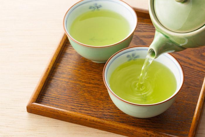 Porselen Demlikte Demlenmiş Yeşil Çay