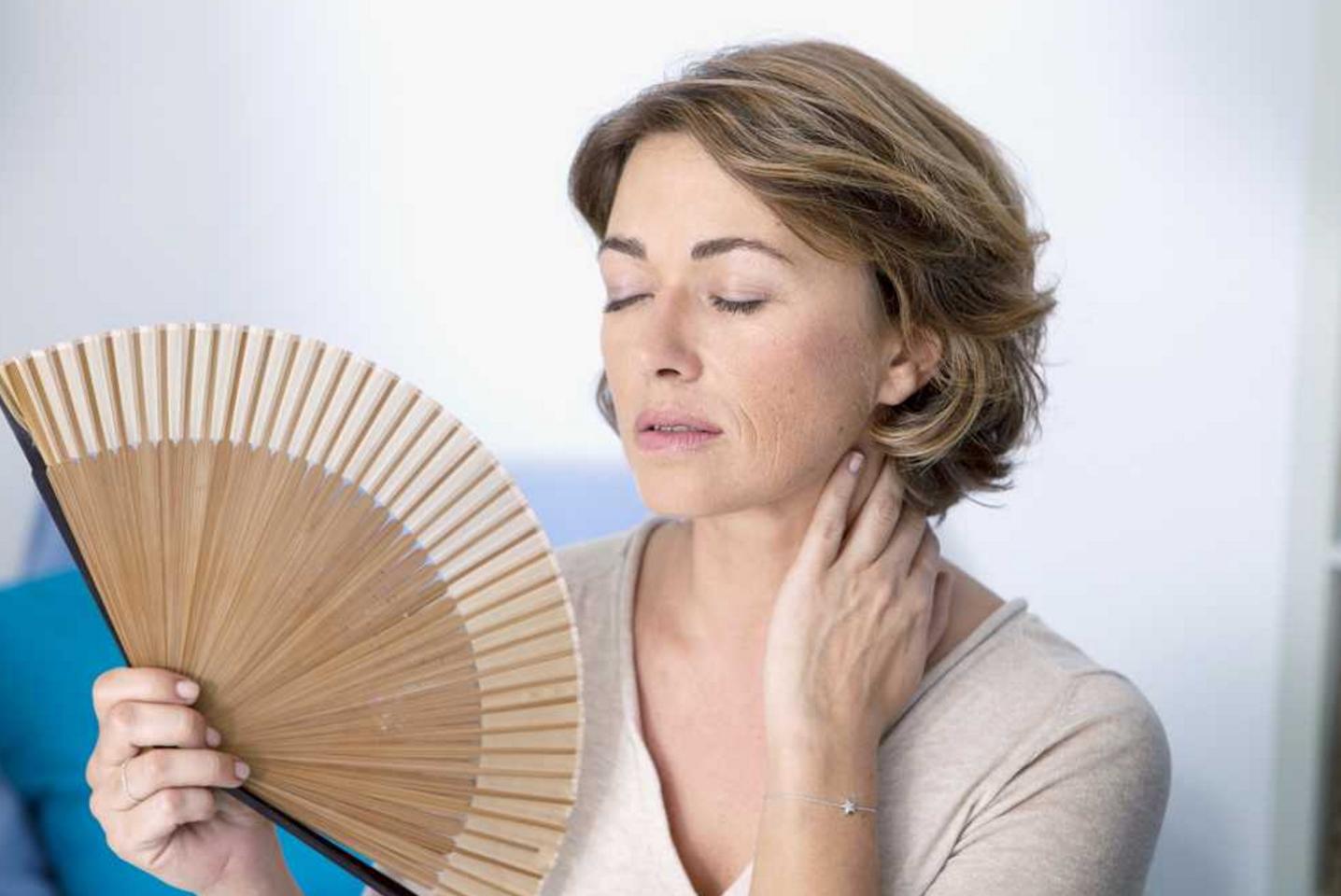 Menopoz dönemimdeki kadınlarda sıcak basması olur.
